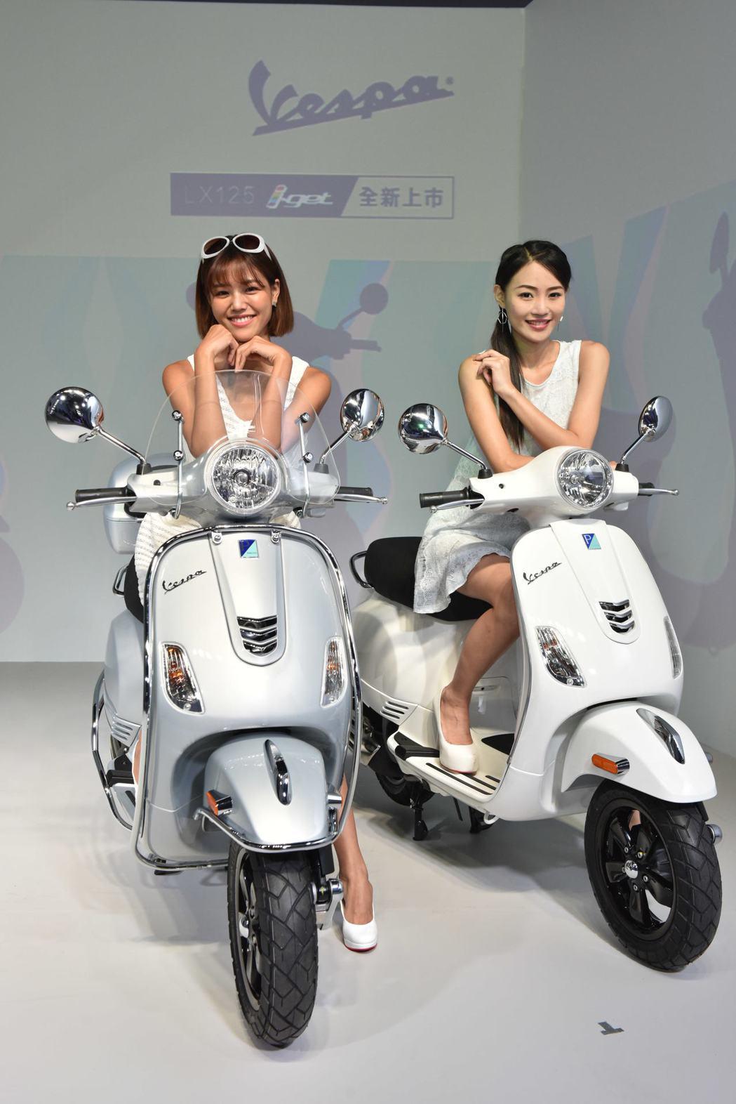 可愛的模特兒與Vespa LX125 i-get。圖/太古運通提供