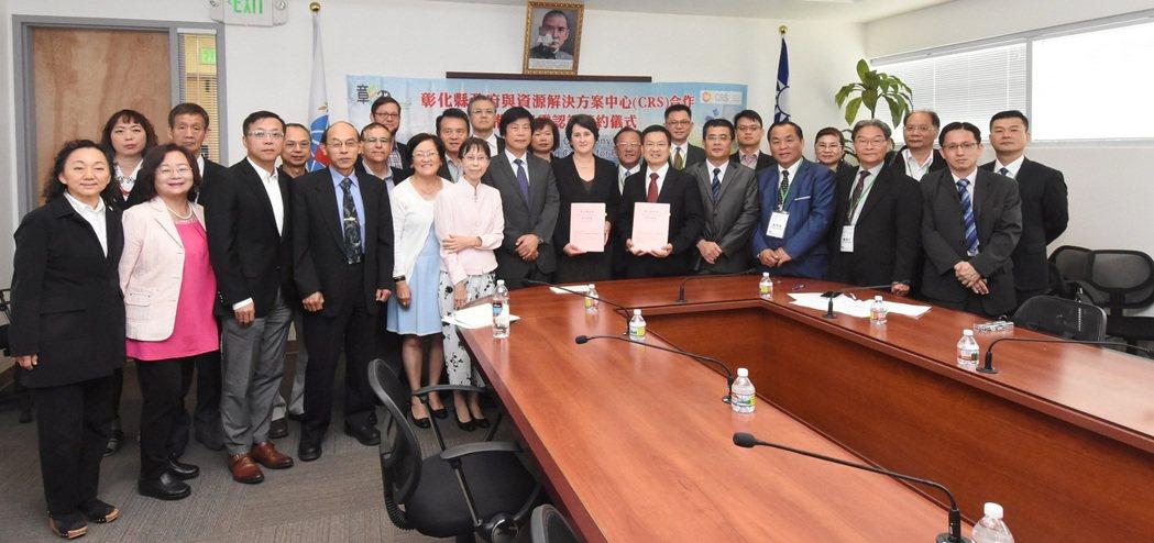 彰化縣長魏明谷率團訪美,與美國CRS簽約合作建立台灣綠電認證。圖/縣府提供