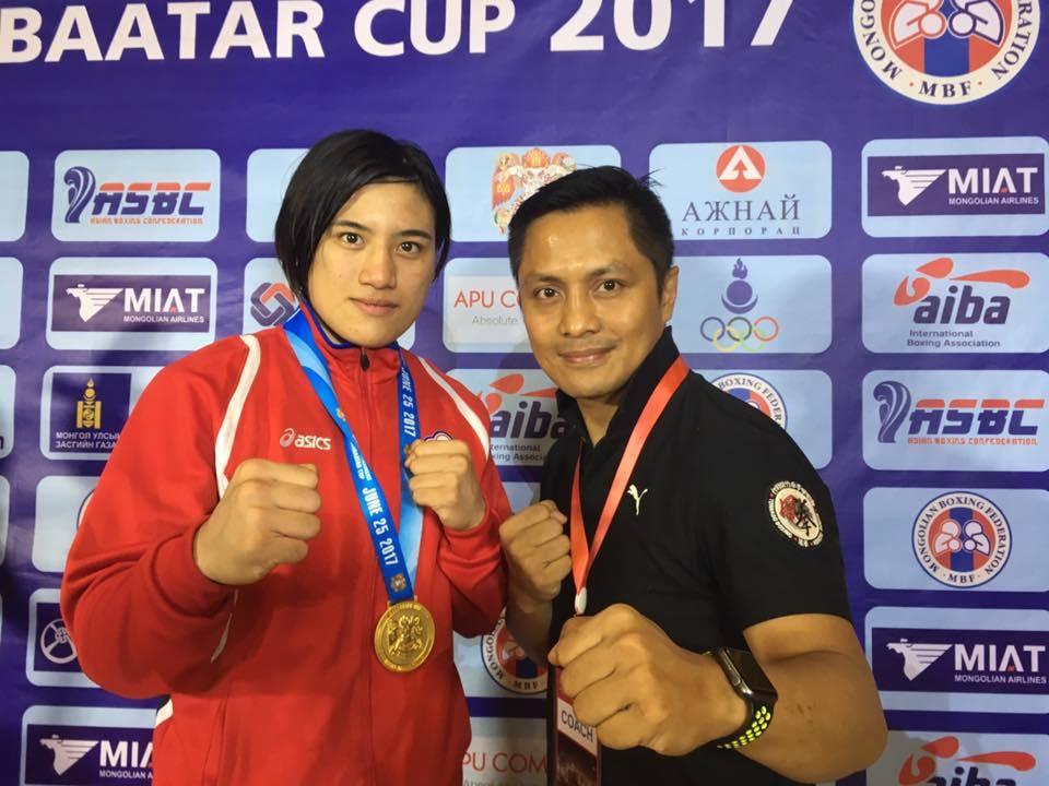 陳念琴(左)和教練柯文明(右),搶下國際金牌。圖/新竹市政府提供