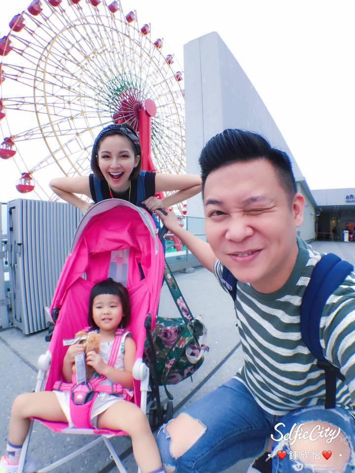 鍾欣怡(後)和老公孫樂欣帶女兒到大阪親子遊。圖/摘自鍾欣怡臉書