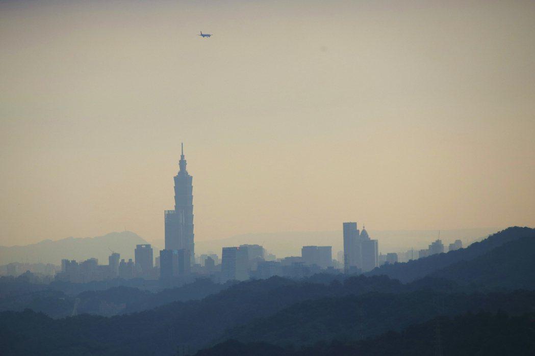 從紅淡山還能遙望台北市區。記者曾健祐/攝影