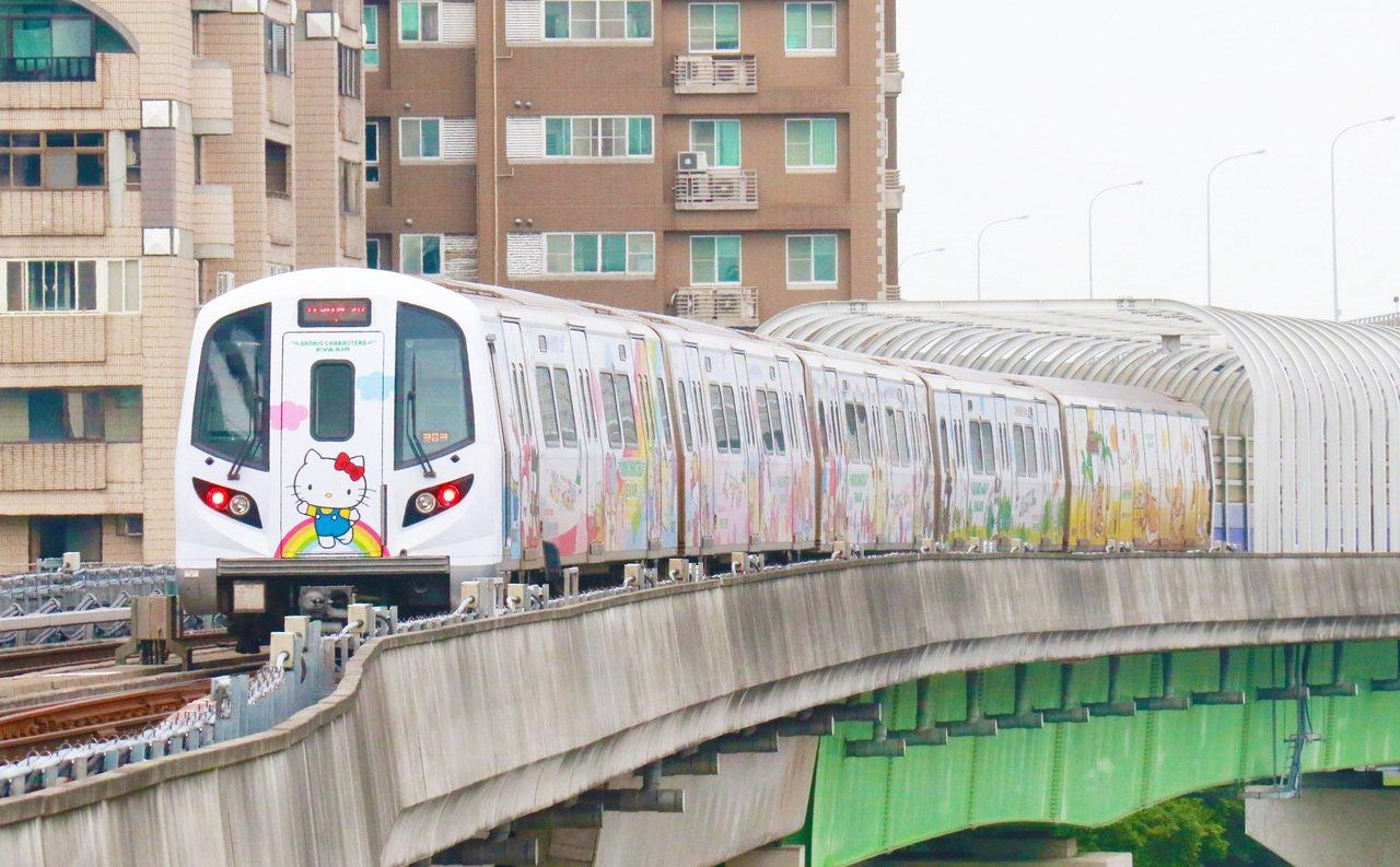 長榮航空選定桃園機場捷運直達車,打造獨一無二的彩繪廣告列車。圖/長榮航空提供