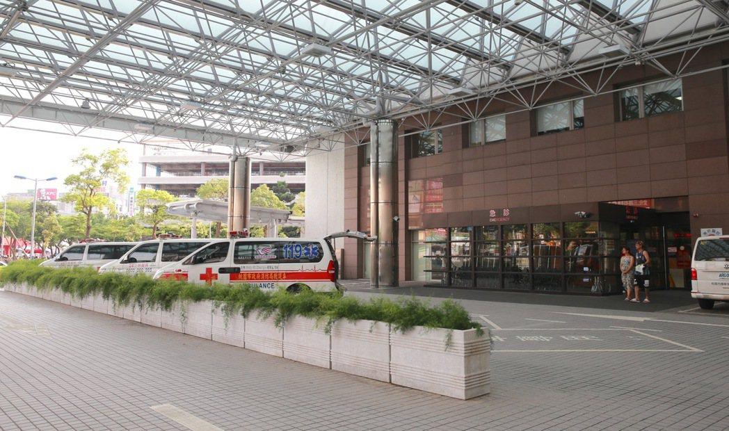 林口長庚醫院急診昨天(27日)傳出23人醫師集體離職,更有醫護人員在急診LINE...