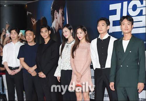 電影「Real」昨於南韓舉辦試映會,金秀賢、雪莉等參演藝人出席。圖/摘自myda...