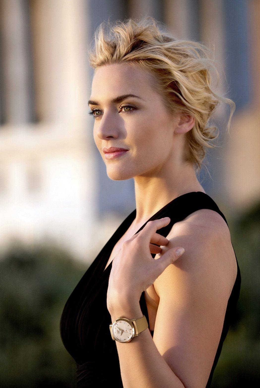 浪琴表全球優雅大使凱特溫絲蕾詮釋聯名款18K金旗艦系列復刻腕表。圖/Longin...