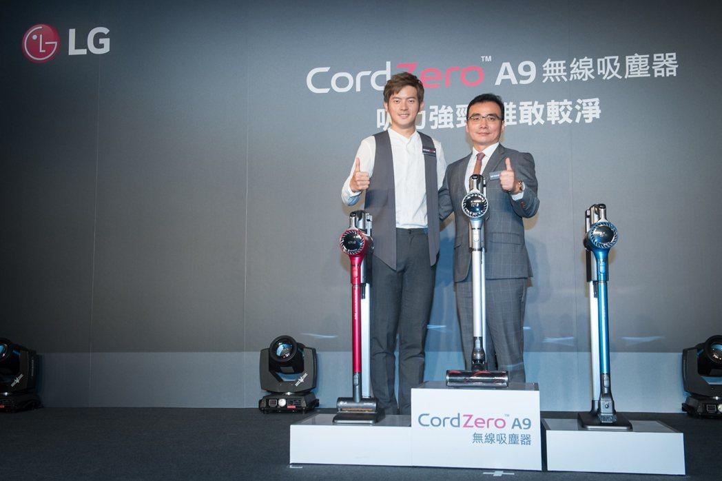 LG CordZero A9無線吸塵器在台上市,並首度啟用男性代言人宥勝。圖右為...