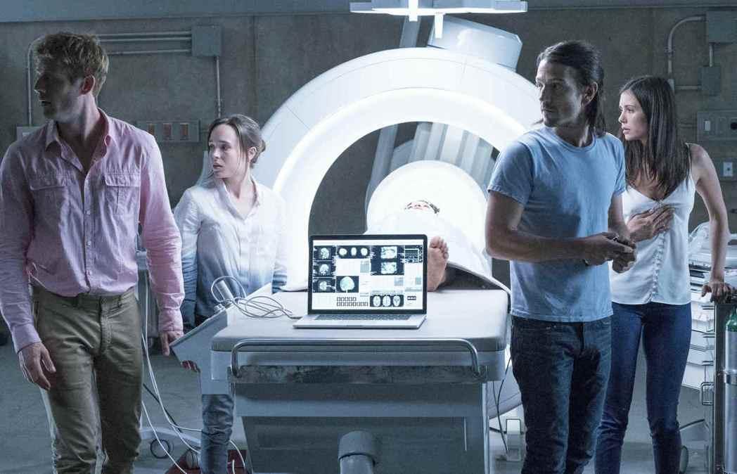 新版「別闖陰陽界」由詹姆斯諾頓(左起)、艾倫佩姬、狄亞哥魯納、妮娜杜伯瑞等主演。