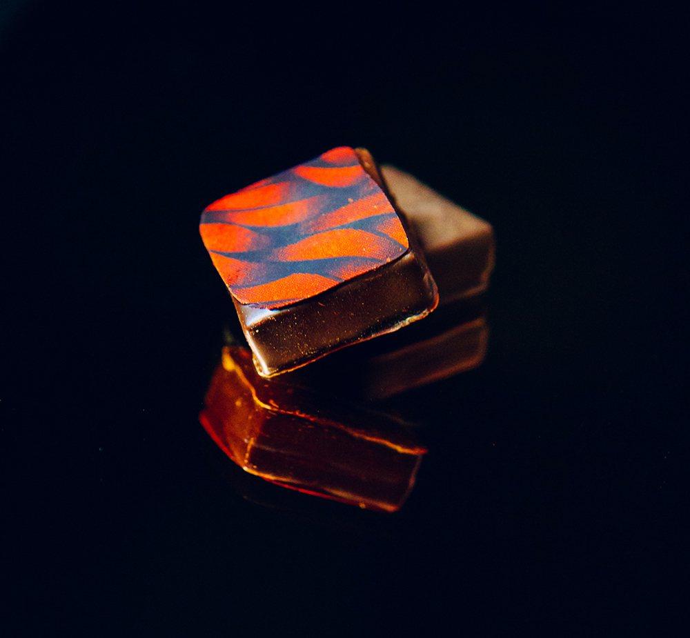 「雪莉桂圓」夾心巧克力。圖/畬室Yu Chocolatier提供