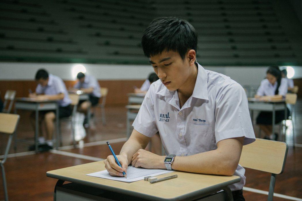 泰國電影「模犯生」以考試為題材,大受好評。圖CATCHPLAY提供