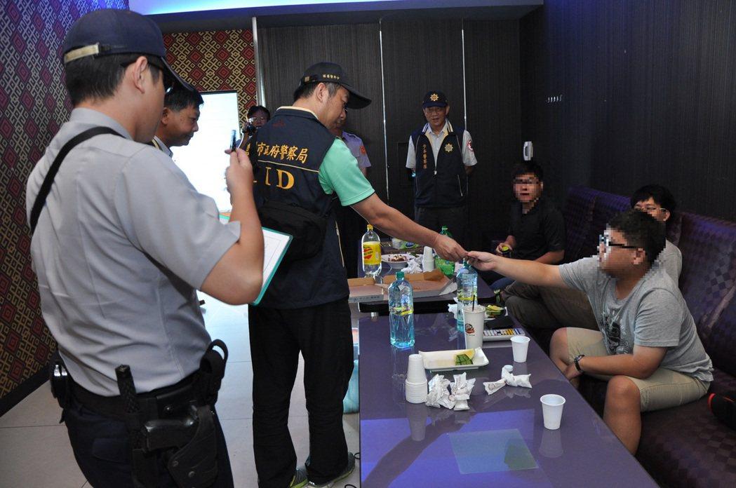 警方「毒品熱點」路線包括網咖、KTV。圖/嘉市警局提供