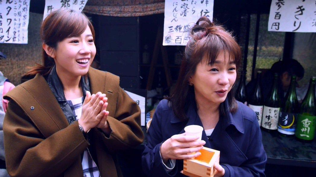 方志友(左)跟六月一起出外景。圖/TVBS