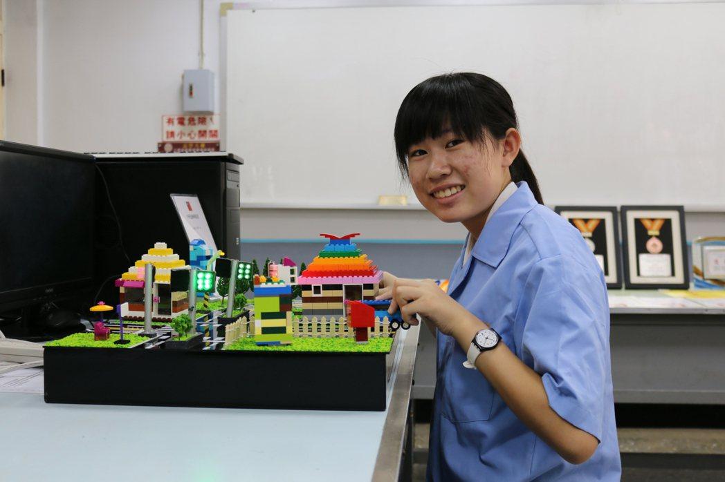 高英工商資訊科二年級廖子蕓玩發明,如今已獲6項發明專利。圖/高英工商提供