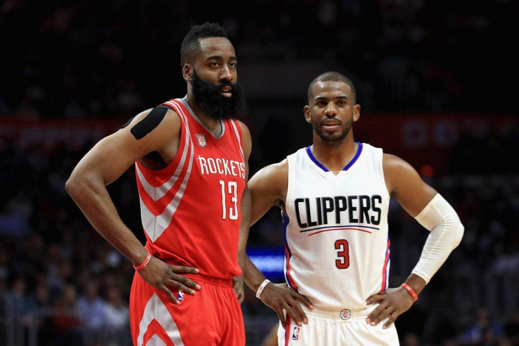 火箭找來兩名都拿過助攻王的球員組成夢幻後場,會有球不夠用的問題嗎? 圖取自NBA...