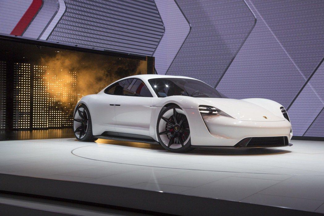 圖為2015年法蘭克福車展亮相的Mission E concept。 摘自carscoops