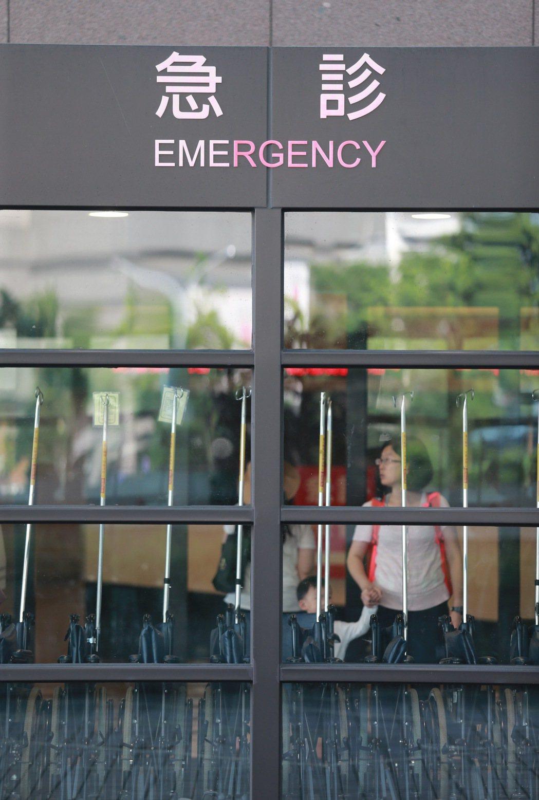 林口長庚醫院急診前天傳出23人醫師集體離職,更有醫護人員在急診LINE群組,張貼...