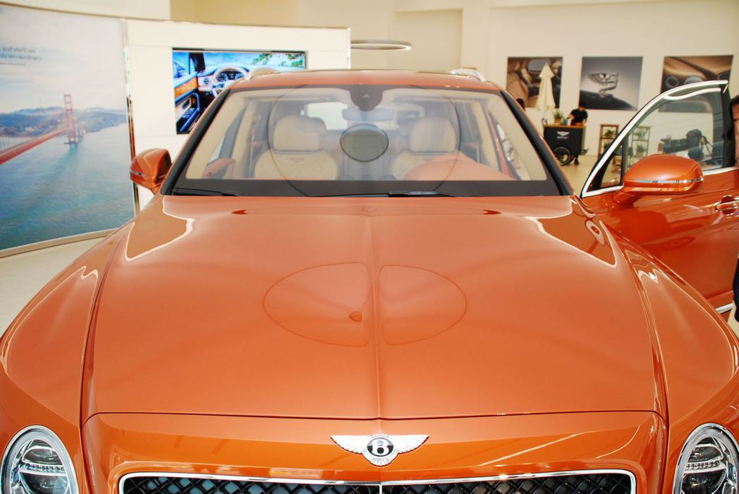 Bentley Bentayga Diesel引擎蓋折線。記者林昱丞/攝影