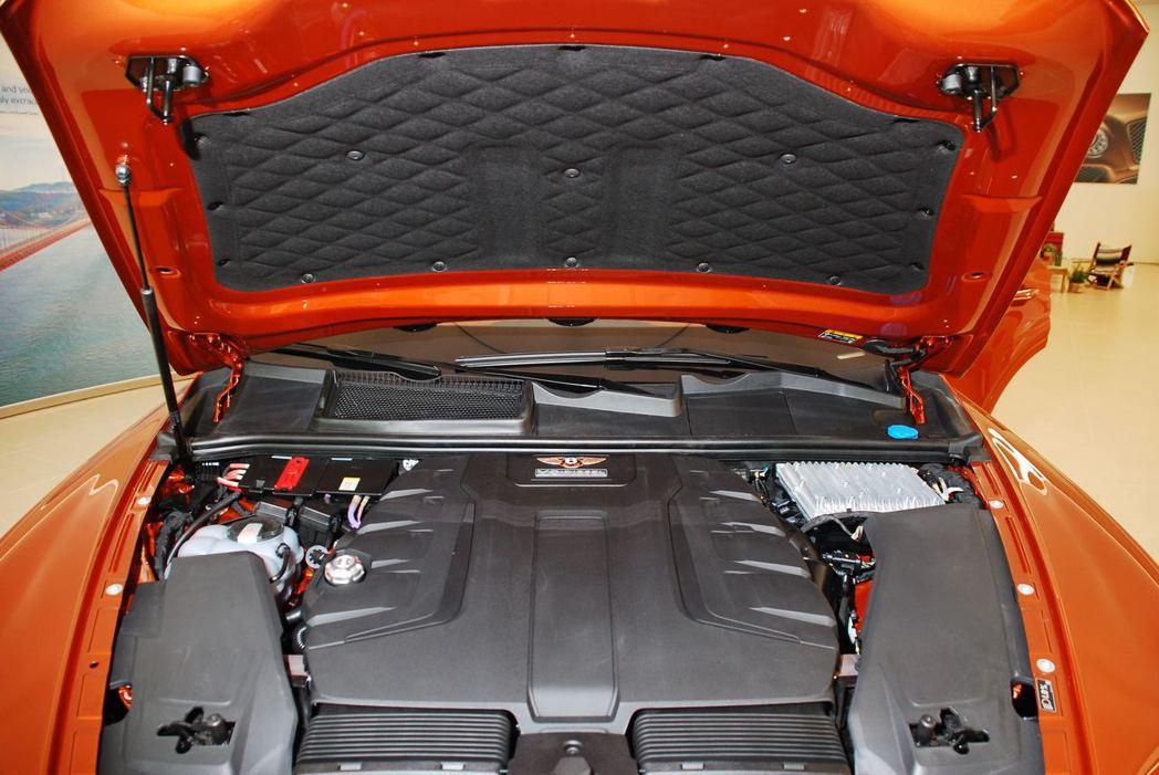 Bentley Bentayga Diesel搭載4.0升V8三渦輪增壓柴油引擎。記者林昱丞/攝影