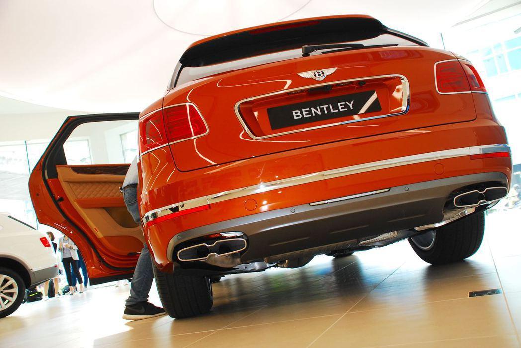 Bentley Bentayga Diesel雙方型排氣尾管。記者林昱丞/攝影