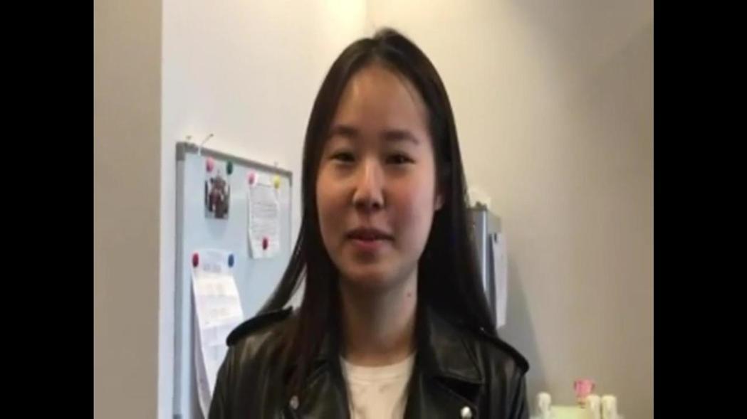 台中市民徐凱芯說,不信網路說的,免費LINE電話是王道。 記者陳秋雲/攝影