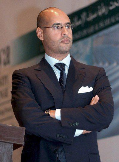 賽義夫當年經常以商務人士打扮出現在公開場合。 (歐新社)