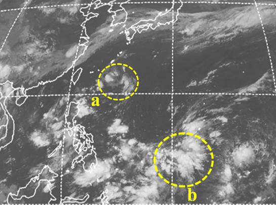 琉球南方海面的熱帶擾動(a),結構鬆散,沒有發展;但在其東南側的菲律賓海面,仍有...