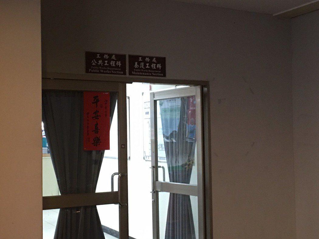 雲林縣政府工務處公共工程科遭檢調人員搜索,並帶回2人偵訊。記者陳雅玲/攝影