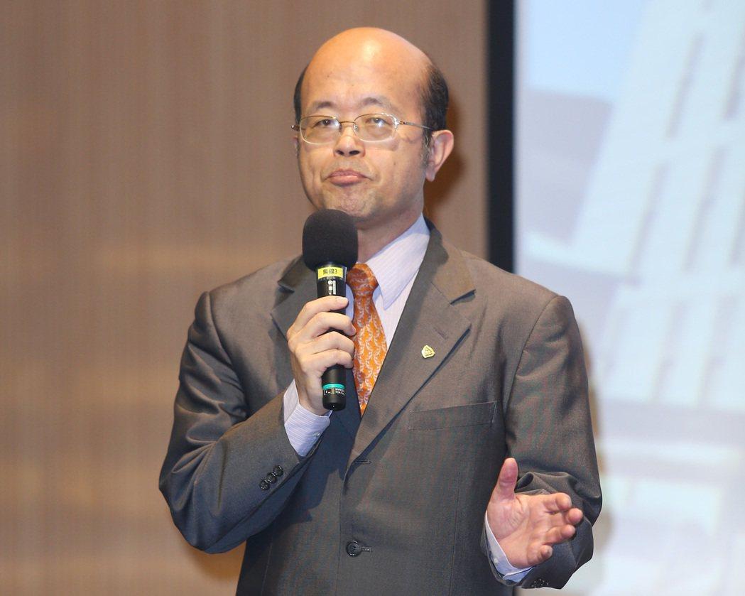 台灣金融研訓院院長黃博怡在「前進亞洲布局論壇」中致詞。記者杜建重/攝影