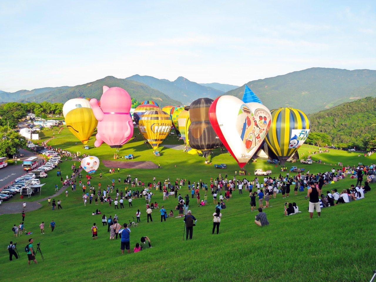 台東一年一度的台灣熱氣球嘉年華,將在7月1日早上同時有20顆球登場。圖/資料照片