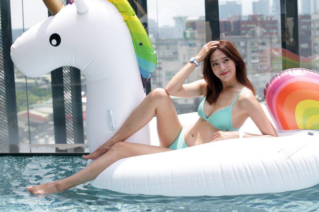 王心恬為SWATCH拍攝宣傳照片,展現好身材。記者陳瑞源/攝影