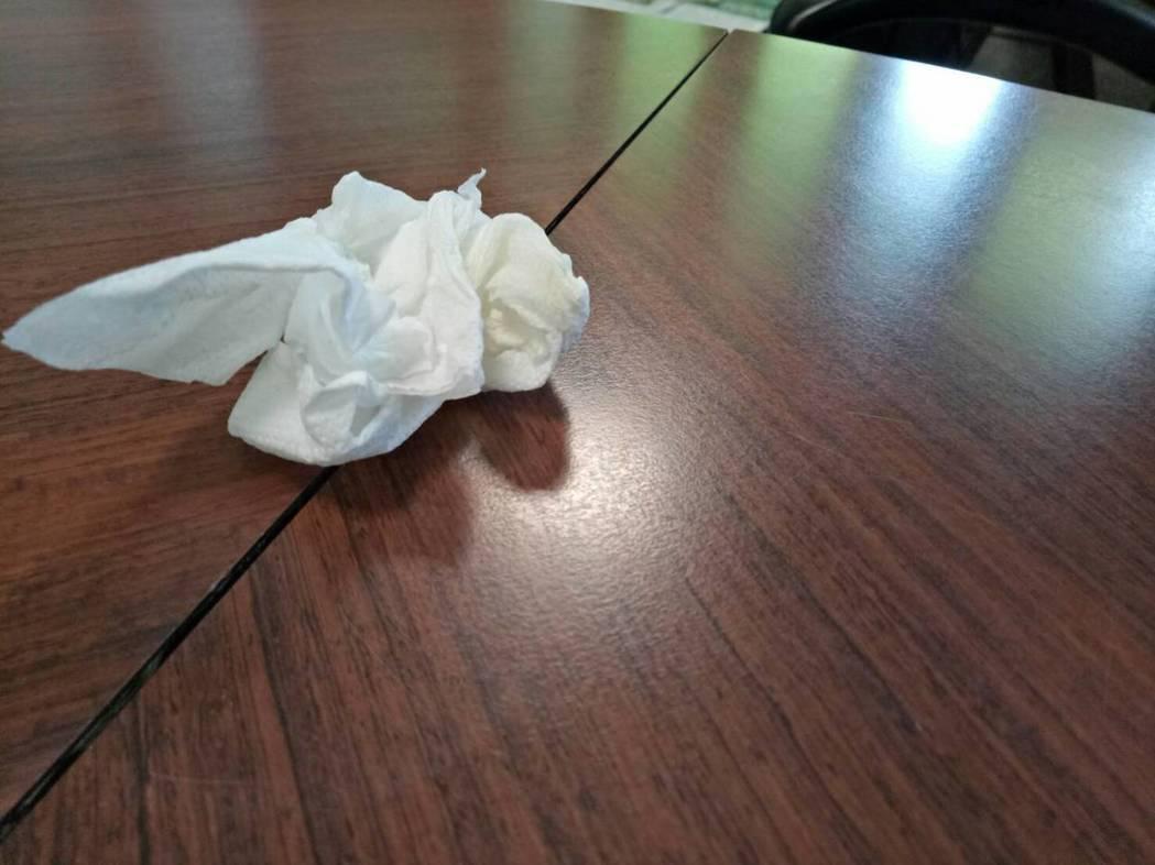 不滿被吐痰侮辱怒提告,但一張有痰的衛生紙不足以證明罪狀。示意圖,與新聞無關。記者...