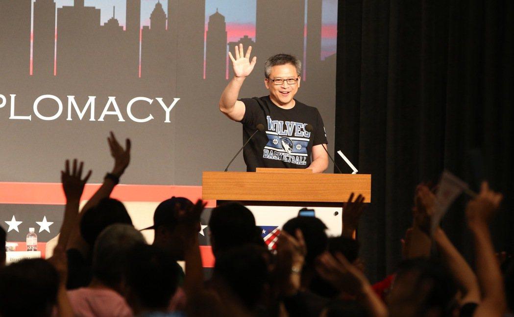 「AIT美國獨立紀念日酒會」,AIT處長梅健華揮手致意。記者陳柏亨/攝影