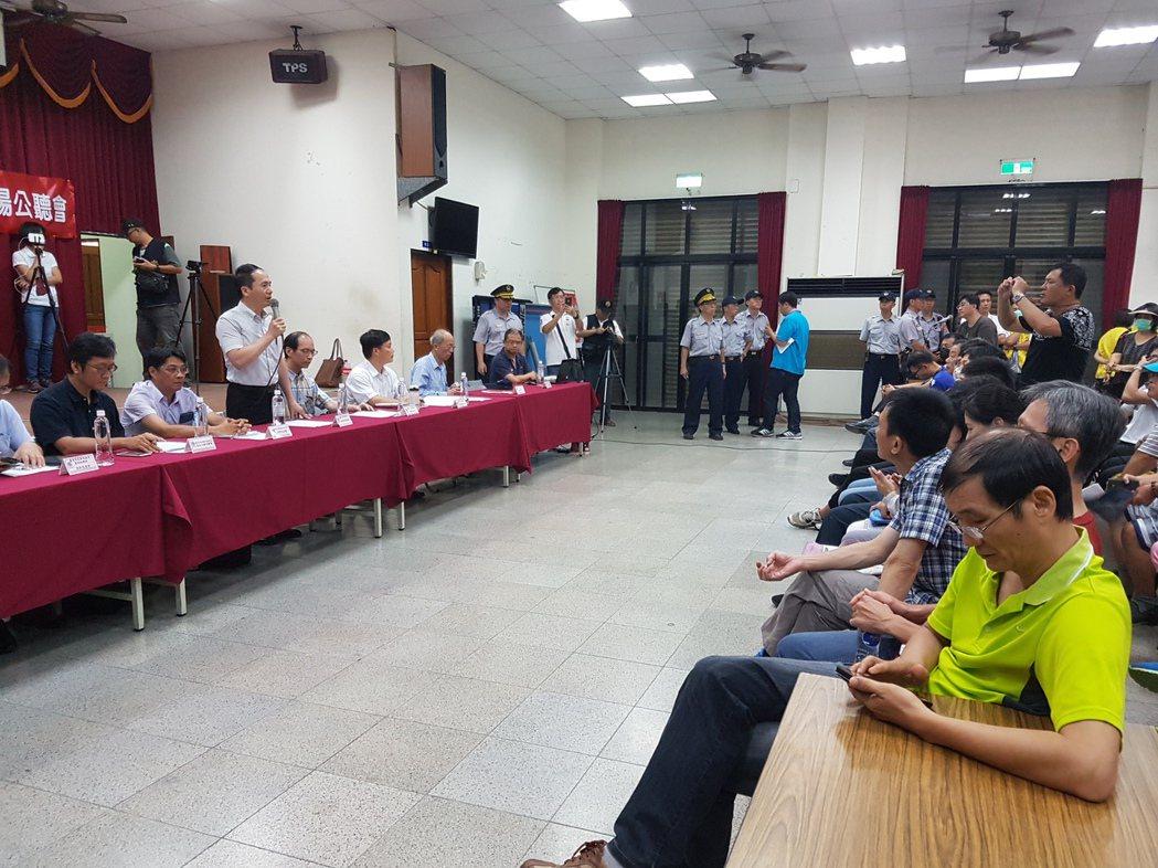 台南市鐵路地下化徵收公聽會上午在北區舉行 記者修瑞瑩/攝影