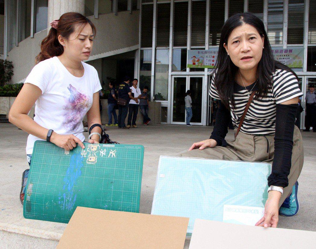 家長擔心學生天天接觸的文具含有塑毒。記者林敬家/攝影