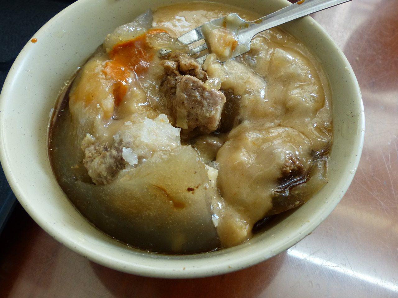 彰化市陳稜路正彰化肉圓是市內最老的肉圓店,很多消費者都會懷念它的老味道。記者劉明...