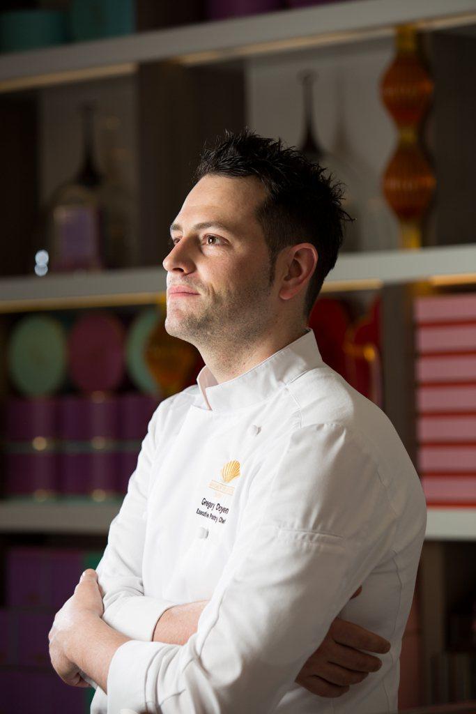 酒店法籍行政西點主廚Gregory Doyen運用法式甜點工藝設計出精緻甜點。圖...