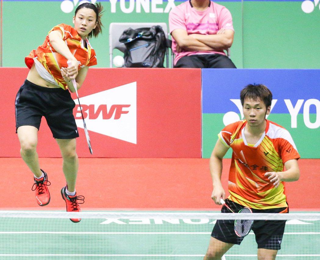李洋(右)/許雅晴(左)慘遭逆轉,止步混雙16強。記者鄭清元/攝影