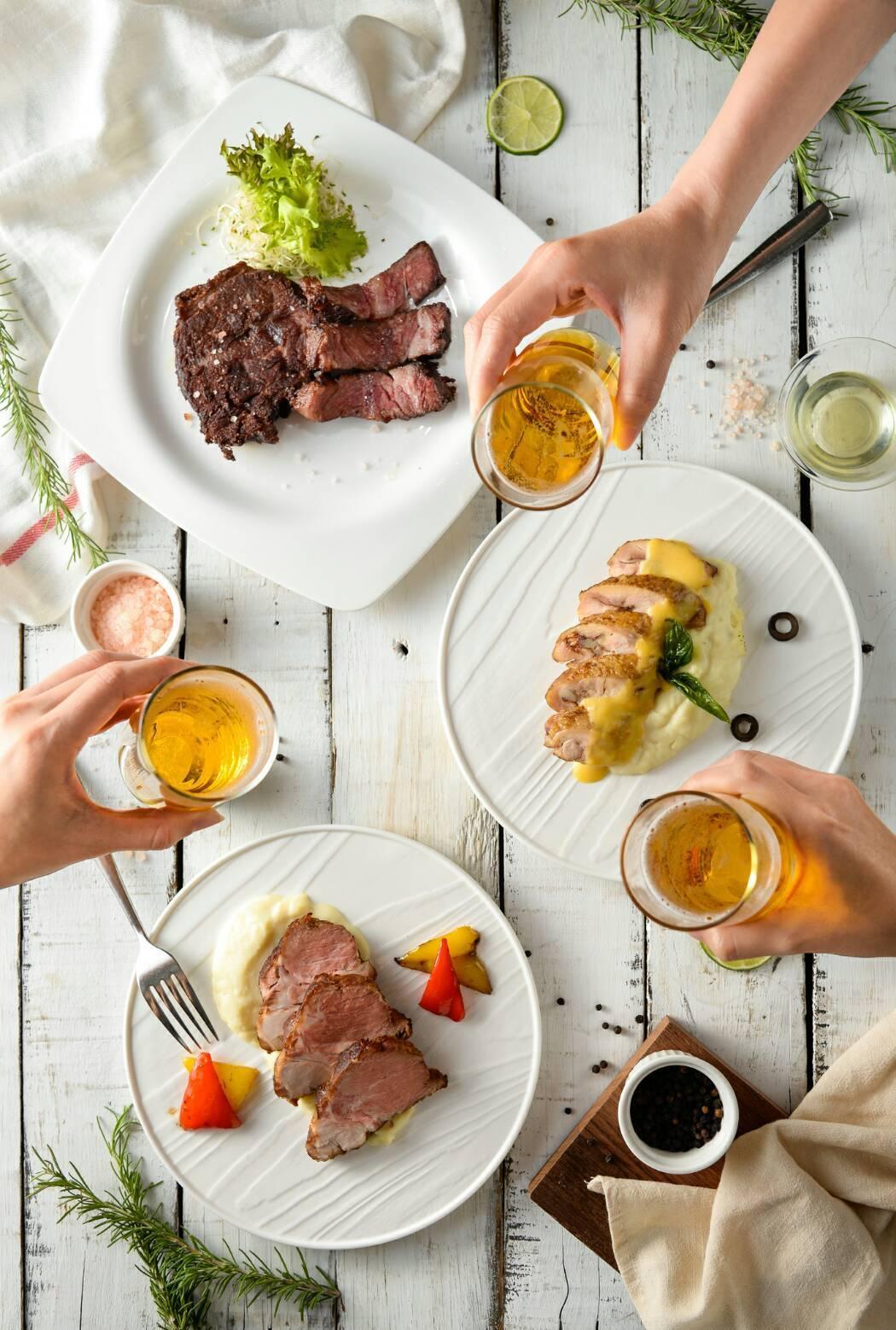 高雄國賓飯店i River愛河牛排海鮮自助餐廳7月期間祭出超商銷售前3名進口啤酒...