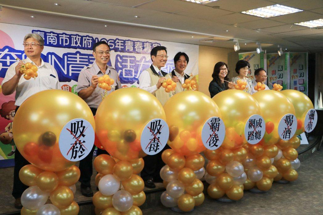 台南市政府舉辦「奔Fun青春,活力台南」青春專案活動,多個局處結合VR太空虛擬實...