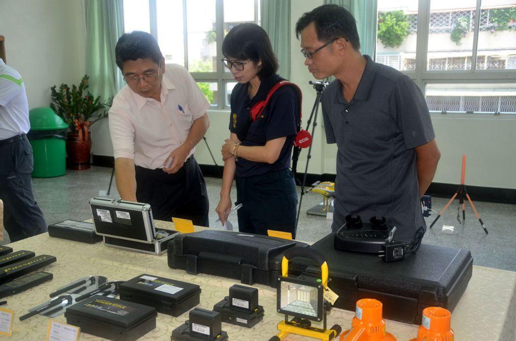 台南市警六分局刑事鑑識器材裝備整備,琳瑯滿目。記者邵心杰/攝影