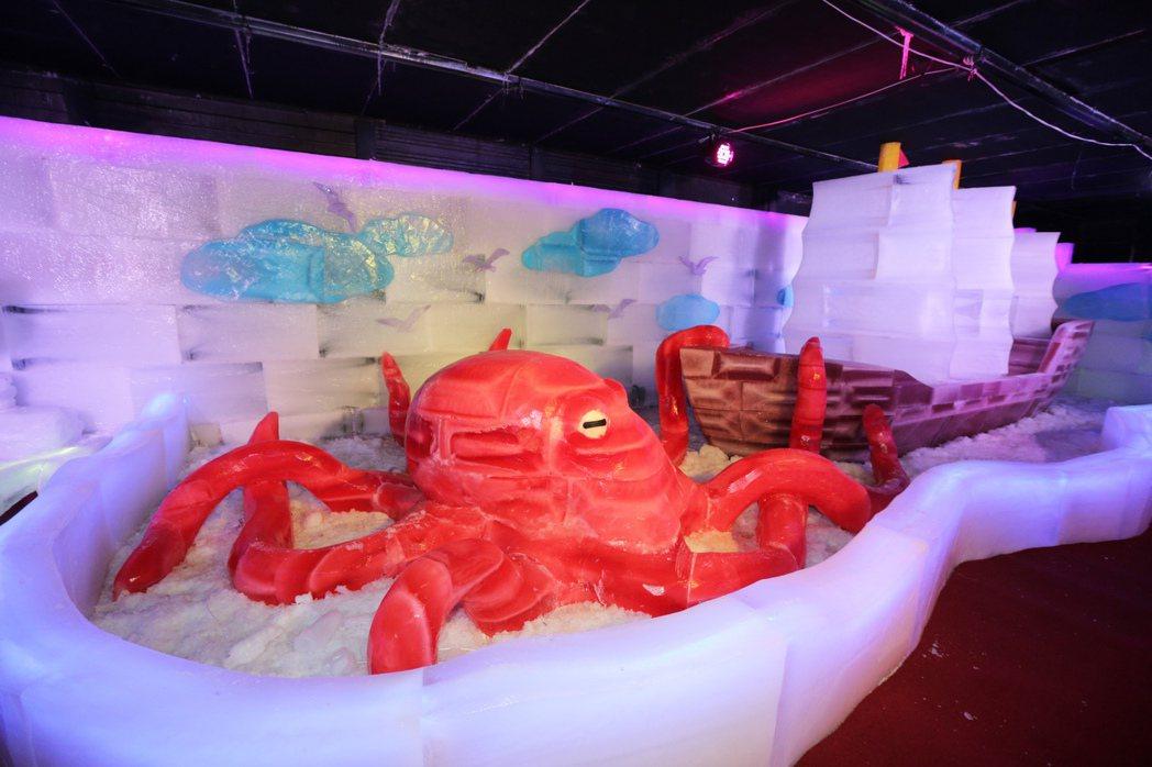 栩栩如生的彩色冰雕讓人感受清涼。記者劉學聖/攝影