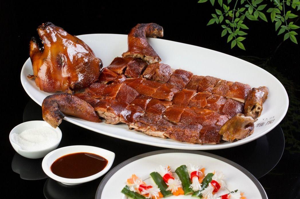 鴻運乳豬全體,乃是福臨門的招牌菜色。圖/台北文華東方酒店提供