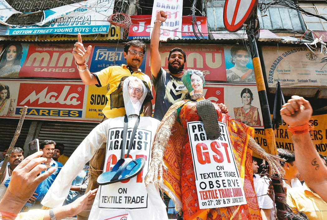 印度七月一日起實施全國統一的貨品與服務銷售稅(GST),但小企業表示還沒做好準備...