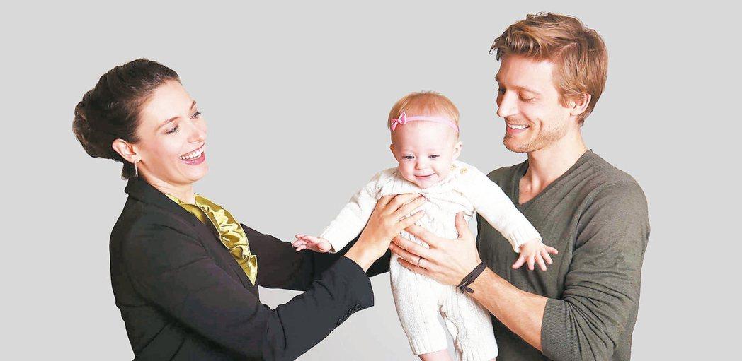 瑞典實施「共享育嬰假」。 美聯社