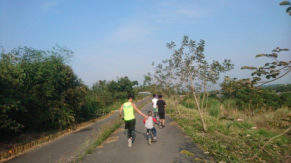 協志工商路跑隊學生協助訓練孩子,一個都不能少。 圖/鄭堯仁提供