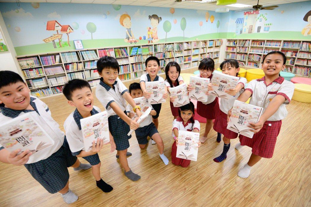 台南市教育局出新書「閱讀的無限想像-走讀台南」,展現推動閱讀的成果。 記者鄭惠仁...