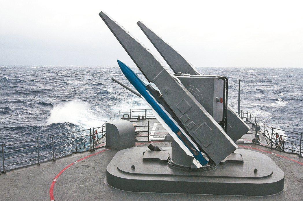 美國國防部公布對台軍售項目,包含標準二型(SM-2)飛彈零件。圖為海軍操演,標二...