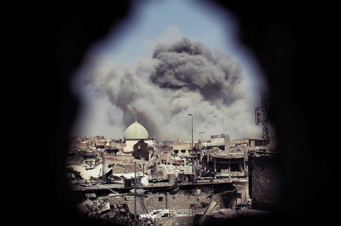 摩蘇爾戰役目前還未完全落幕,ISIS還有百餘名殘兵,目前還流竄在舊城區的巷弄之間...