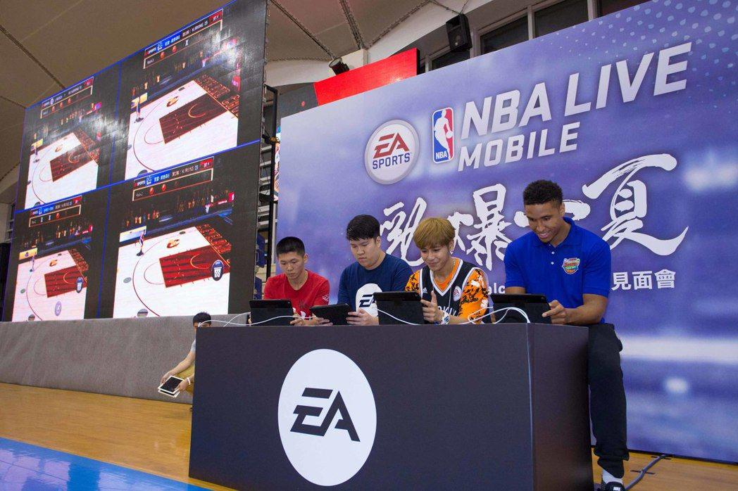 Malcolm Brogdon與鼓鼓及玩家們在《NBA LIVE Mobile》...