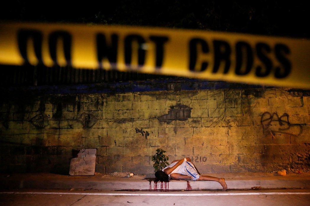 「也許我的子彈打到他,也許沒有,但在開槍之後他們死了。」圖為馬尼拉街頭,因反毒戰...