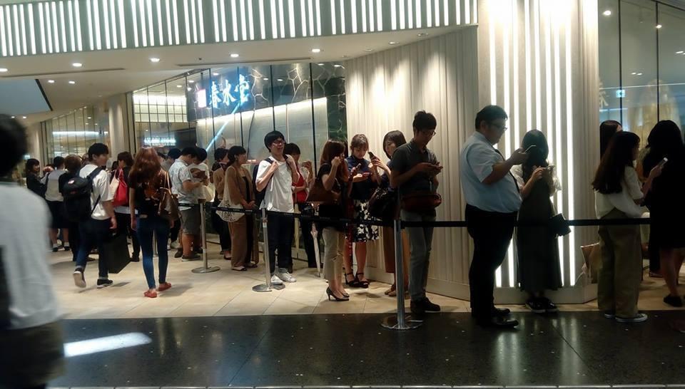 大阪春水堂開幕人龍。圖片取自部落客Kayo臉書「隨便啦」